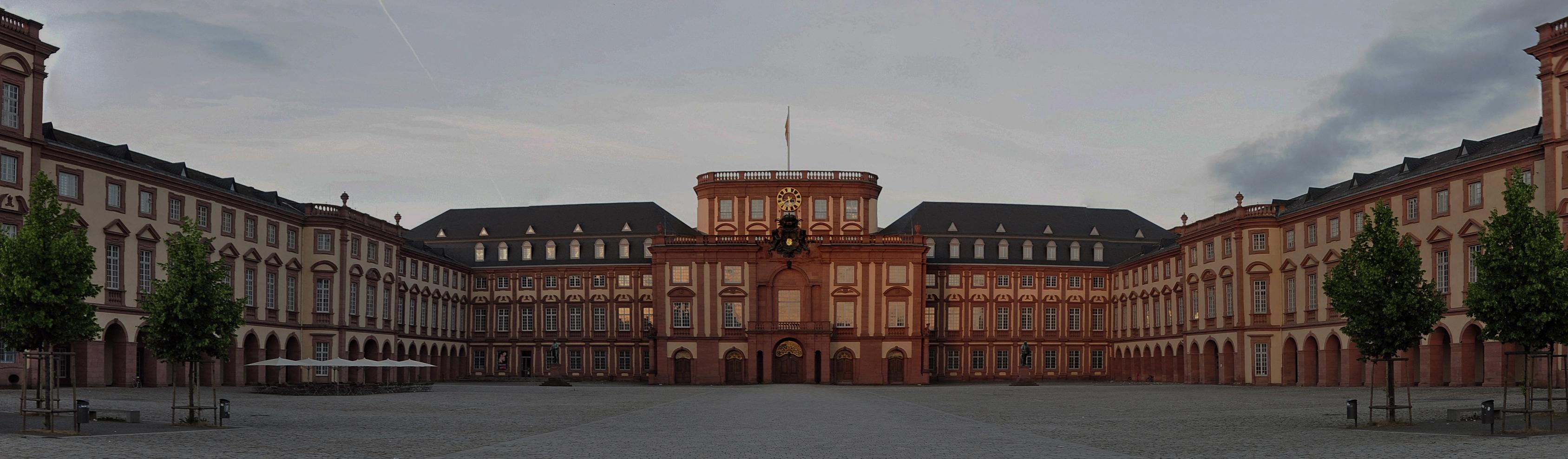 SchlossMannheim-Pano-130616